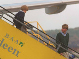 Prince Harry and Prince William arrive in Aberdeen on route to Birkhall Balmoral Fotografisk tryk