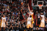 Los Angeles Lakers v Miami Heat, Miami, FL - March 10: LeBron James, Pau Gasol, Matt Barnes, Joel A Lámina fotográfica por Andrew Bernstein