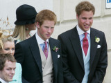 Prince Harry and Prince William after the wedding ceremony at Windsor Guildhall, for their father P Fotografisk tryk