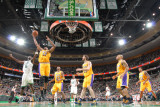 Los Angeles Lakers v Boston Celtics, Boston, MA - February 10: Andrew Bynum and Kevin Garnett Fotografisk tryk af Brian Babineau