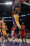 Atlanta Hawks v Los Angeles Lakers, Los Angeles, CA - February 22: Andrew Bynum Photographie par Jeff Gross