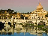 St Peter&#39;s Basilica from the Tiber River Fotografie-Druck von Glenn Beanland