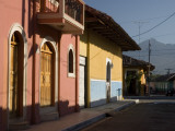 Colourful Houses on Street with Volcán Mombacho in Background Fotografisk tryk af Margie Politzer