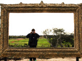 Man Taking Photo Inside Giant Frame Overlooking Werribee Open Range Zoo Photographie par Michelle Bennett