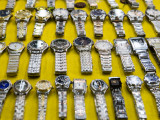 Watches for Sale on Patpong Road, Th Sukhumvit District Fotografisk tryk af Greg Elms