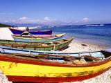 Fishing Boats on Beach 写真プリント : グレッグ・ジョンストン