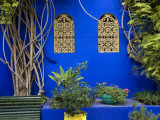 Blue Wall and Window Detail at Jardin Majorelle Photographie par Christopher Groenhout