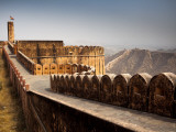 Battlements at Jaigarh Fort. Photographie par Huw Jones