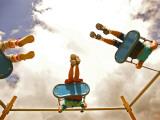 Children Playing on Swings from Below Fotografie-Druck von David Hannah
