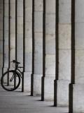 Bicycle Wheel in Arcade Lámina fotográfica por David Borland