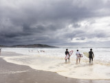 Young Surfers Entering Sea at Meron Beach Photographie par Diego Lezama