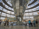 Visitors Inside Glass Dome on Top of Parliamentary Building, the Reichstag, Mitte Fotografiskt tryck av Mark Daffey