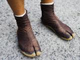 Greg Elms - Rickshaw Driver's Shoes - Fotografik Baskı