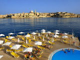 Valletta Skyline with Tourists Relaxing around Pool in Foreground Stampa fotografica di Jean-pierre Lescourret