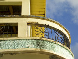 Crumbling Art-Deco Balcony Fotografisk tryk af Dan Gair