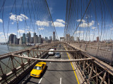 Brooklyn Bridge with South Manhattan in Background Photographie par Huw Jones
