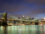 Brooklyn Bridge and Manhattan Skyline at Dusk Fotodruck von Christopher Groenhout
