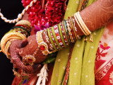 Bejewelled Bride with Henna Hands at Mumbai Wedding Fotoprint van Gerard Walker