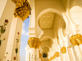 Exterior Archway of Sheikh Zayed Bin Sultan Al Nahyan Mosque Fotografisk tryk af Rogers Gaess
