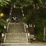Shayne Hill - Two School Girls Walking Up Steps at Chitose Shrine Fotografická reprodukce