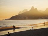 La plage d'Ipanema, Rio de Janeiro, Brésil Reproduction photographique par Micah Wright