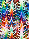 Colourful Paper Cranes at Fushimi Inari Shrine Photographie par Rachel Lewis