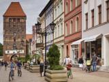 Medieval Czluchow Gate Seen from Pedestrianized 31 Stycznia Street Fotodruck von Witold Skrypczak