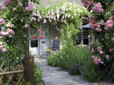 Cafe Les Nymphias in Giverny, Opposite the Entrance to Monet's Gardens Fotografie-Druck von Barbara Van Zanten