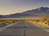 Avawatz Mountains over Silurian Valley in Mojave Desert from Highway 127 Fotografie-Druck von Witold Skrypczak