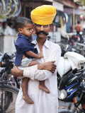 Rajasthani Man and His Son Waiting for Chai Near Local Motorcycle Shop Photographie par April Maciborka