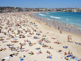Summer Holiday Crowds on Bondi Beach Fotografiskt tryck av Oliver Strewe