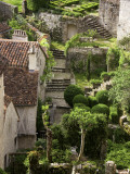 Tiny Gardens and Roof Terraces in St Cirq Lapopie Fotografie-Druck von Barbara Van Zanten