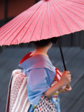 Geisha with Umbrella in Gion District Fotografisk tryk af Rachel Lewis