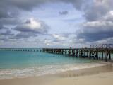 Jetty on Cancun Beach, with Grey Clouds Overhead Fotografisk tryk af Sean Caffrey