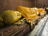 Pilgrims Placing Scarves on 6M Recumbent Statue of Dying Buddha in Parinivarna Temple Photographie par Tim Makins