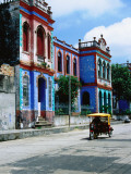 Shannon Nace - Brightly Coloured Buildings and Motorcycle Taxi - Fotografik Baskı