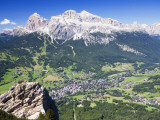 Mountain-Top View of Cortina D'Ampezzo and Peak of Tofana Lámina fotográfica por Andrew Bain
