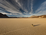 Moving Rocks at the Racetrack Dry Lake, Mojave Desert Fotografie-Druck von Witold Skrypczak