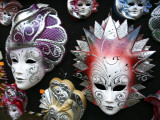 Painted Masks in Souvenir Shop Fotografie-Druck von Ruth Eastham & Max Paoli