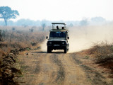 Safari Vehicle Kicking Up Dust Fotografiskt tryck av Mark Daffey
