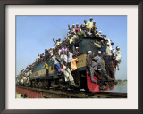 Bangladeshi Muslim Pilgrims Crowd a Train as They Return Home after Three-Day Islamic Congregation Framed Photographic Print