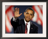 President-Elect Barack Obama Waves after Acceptance Speech, Nov 4, 2008 Framed Photographic Print