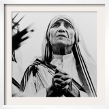 Mother Teresa of Calcutta Prays During a Religious Service Framed Photographic Print