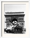 A Tank of the French Armored Division Passes by the Arc De Triomphe Framed Photographic Print