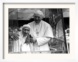 Pope John Paul II Holds His Arm Around Mother Teresa Framed Photographic Print