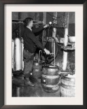 'Brewmeister' Fills Kegs at a Bootleg Brewery During Prohibition, 1933 Posters