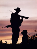 Silhouette of Man Hunter, Holding Rifle or Gun, Wearing Cowboy Hat Papier Photo par H. Armstrong Roberts
