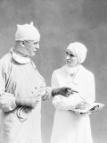 Surgeon and Nurse Photographie par H. Armstrong Roberts