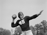 Football Player With Ball Photographie par H. Armstrong Roberts