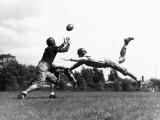 American Football Players Tackling Football in Mid-Air Reproduction photographique par H. Armstrong Roberts